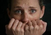 חרדות מתאפיינות בהרגשה פיסית כמו דפיקות לב, הזעה, נשימה מהירה. פגיעה באיכות החיים. ניתן לשפר את ההרגשה בעזרת טיפול הומאופתי.